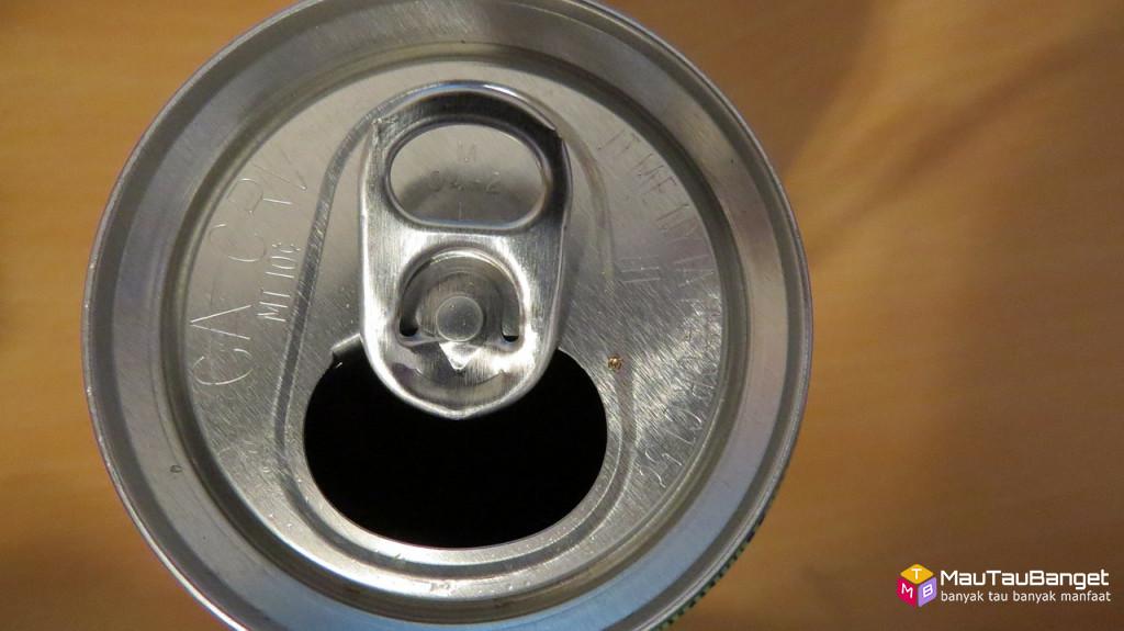 Cara aman minum dari minuman kaleng