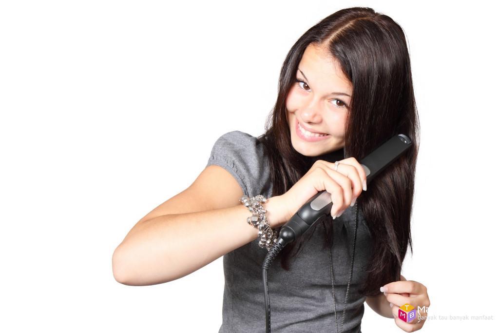 Waspada obat pelurus rambut penyebab kanker