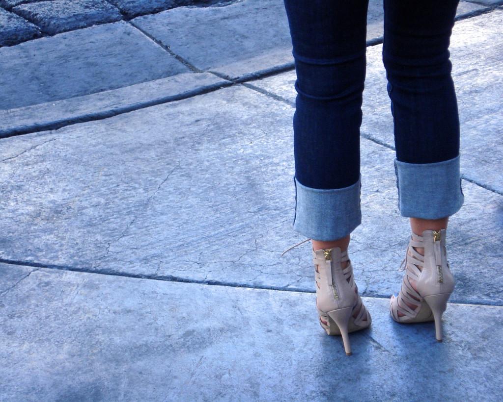 Sepatu dengan hak tinggi dapat memicu kram