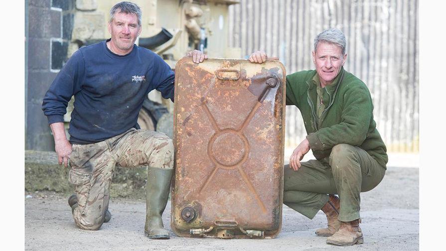 Nick Mead dan Todd Chamberlain penemu emas batangan di tangki bekas