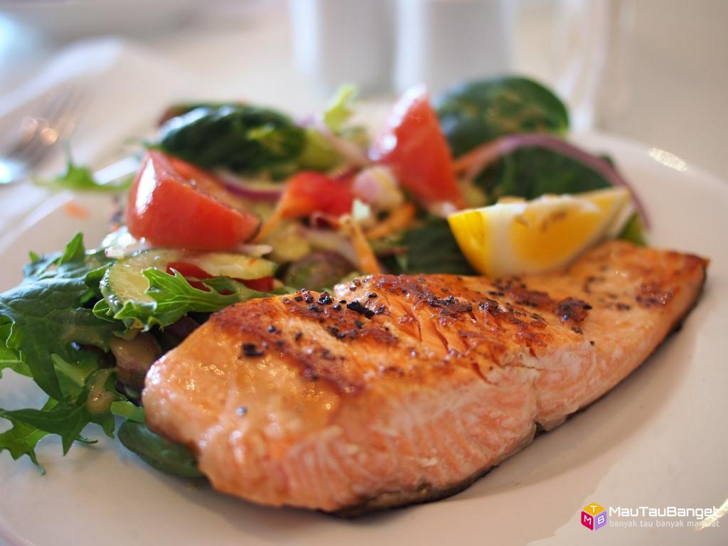 Cara menurunkan kolesterol dengan makan 11 makanan lezat berikut ini