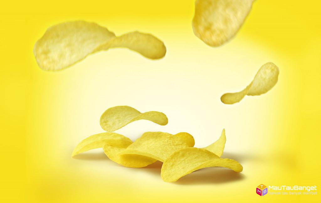 Keripik memiliki kadar kalori dan garam yang tinggi yang meningkatkan kolesterol